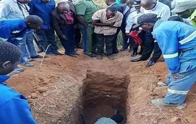 Дива не сталося: в Замбії знахаря поховали заживо
