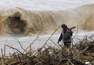 В результате дождей в Ливане сотни людей оказались заблокированными в своих авто