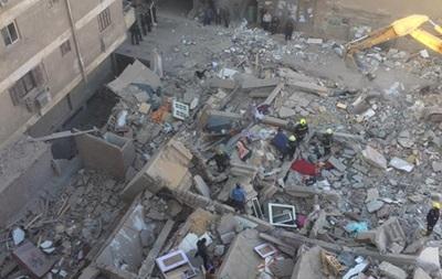 В Каире из-под рухнувшего жилого дома достали тела погибших