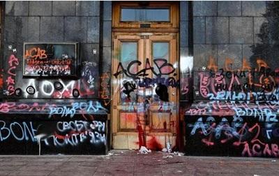 В ОП заявили, что не будут отдавать в галерею испорченные двери