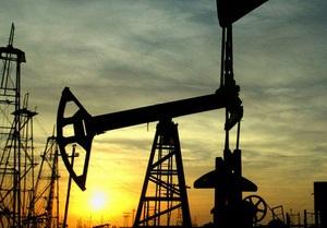 Мировые цены на нефть снизились с двухгодичных максимумов
