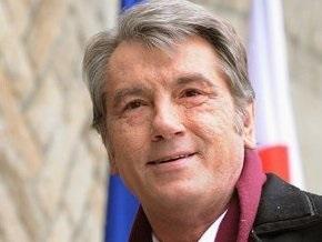 Ющенко поздравил украинок с 8 Марта