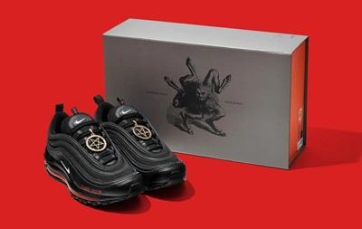 Сатанинские  кроссовки с кровью. Скандал с Nike