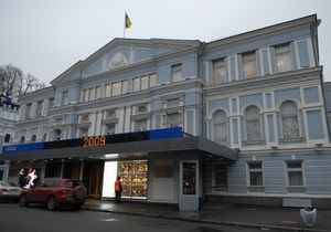 Фонтану возле театра Ивана Франко в Киеве установили подсветку под сопровождение соловьиного пения