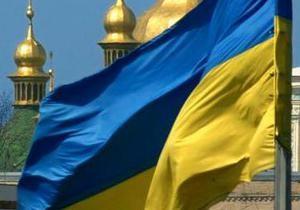 В Киеве двое пьяных студентов ночью сняли флаг со здания Высшего спецсуда