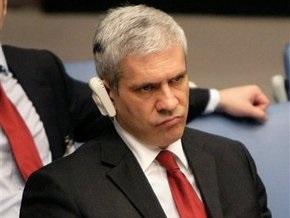 Президента Сербии уличили в употреблении спиртного на стадионе