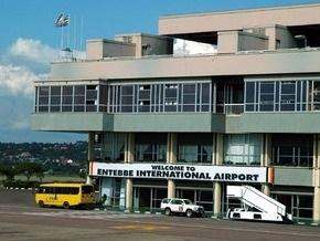В районе центрального аэропорта Уганды разбился транспортный самолет