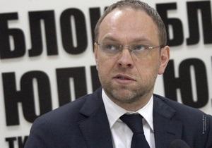 Власенко: По материалам ВСК против Тимошенко могут возбудить очередное дело