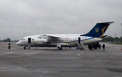 Зеленский с послами G7 полетел на Донбасс