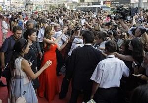 Фотогалерея: Женщина в красном. Анджелина Джоли в Москве