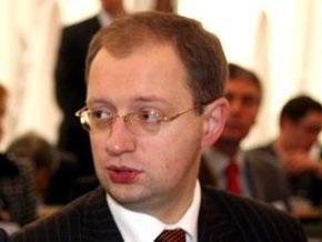 Яценюк призвал не спекулировать на теме признания УПА
