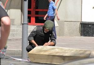 В Харькове милиция искала бомбу в бутафорском гробу активистов ВО Свобода