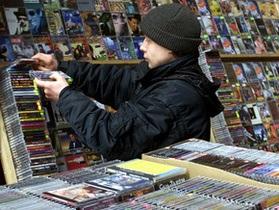 США включили киевскую Петровку в перечень мировых пиратских рынков