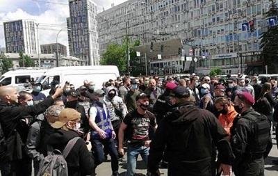 Под судом стычки между сторонниками и противниками Медведчука