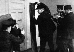 Корреспондент: Прислуги закона. Мздоимство полицейских превратило Киев в самый криминогенный город Российской империи - Архив
