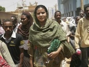 Суданская журналистка, севшая в тюрьму за ношение брюк, вышла на свободу