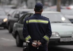 В Тернополе женщина укусила инспектора ГАИ за руку
