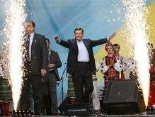 Януковичу на День рожденья  подарили  российский орден