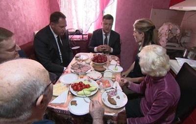 Зеленський погодував американську журналістку на кухні у батьків