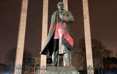 У Львові винесли вирок вандалу за осквернення пам ятника Бандері