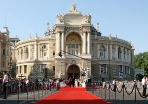Одесский кинофестиваль - Одесская киностудия просит правительство передать ей списанное оружие