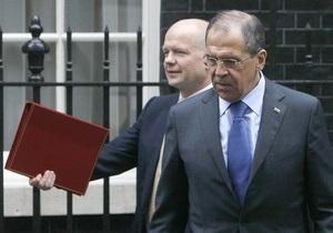 В Лондоне Лаврова попросили передать Путину конституцию и лупу