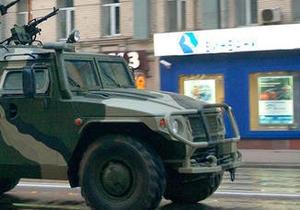 В Москве пьяные мужчины на бронемашине с муляжом пулемета попали в ДТП
