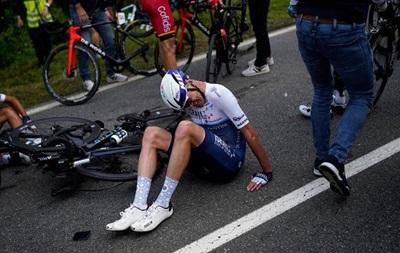 На Тур де Франс из-за болельщика произошло массовое падение