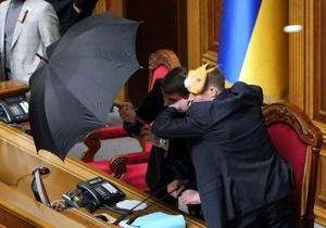 НС не пойдет слушать Януковича во Дворец Украина, потому что там с балкона  яйцом не докинуть