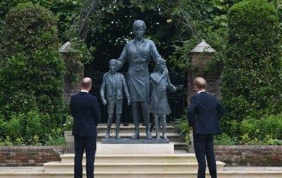Принцы Гарри и Уильям открыли памятник принцессе Диане