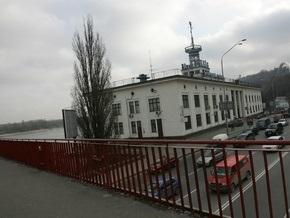 В Киеве начал курсировать муниципальный паром