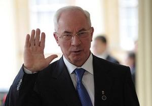 Азаров в Луганске открыл два детдома семейного типа