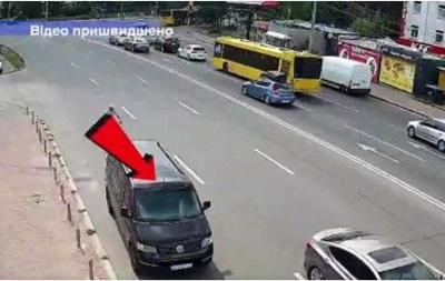 В Киеве авто без водителя пересекло шестиполосную дорогу - «ДТП»