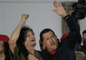 Чавес по телефону поддержал Каддафи