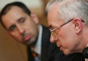 Азаров объяснил педагогам смысл переговоров с МВФ, предложив решить задачу