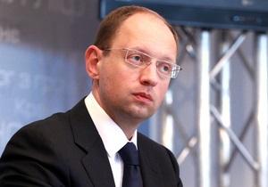 Яценюк просит расследовать факты угроз кандидатам от его партии