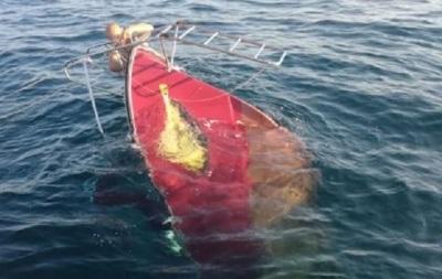 В Крыму перевернулось судно с туристами