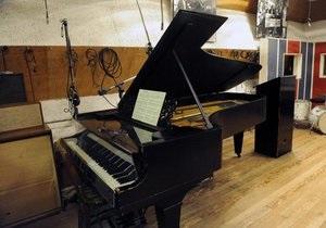 В голландском городке Ассен бездомный взломал магазин, чтобы поиграть на фортепиано
