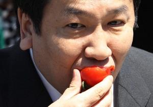 Генсек японского правительства лично продегустировал овощи из Фукусимы