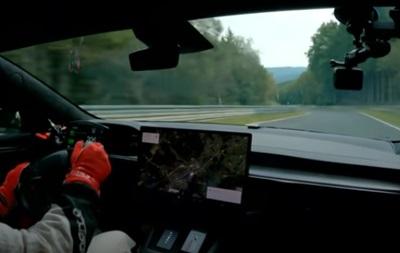 Новая модель Tesla побила рекорд скорости