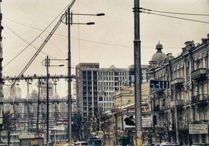 Попова просят убрать с балконов на Крещатике рекламу и вывески на иностранном языке