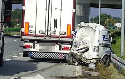 У Польщі вантажівка збила на смерть дорожнього робітника з України
