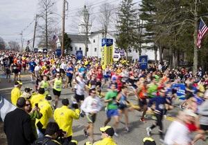 На месте взрывов в Бостоне лежат вещи сотен спортсменов