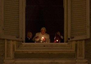 Рождество - празднование Рождества -Ватикан - Папа Римский зажег свечу мира