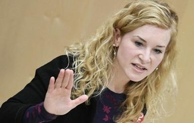 Австрийский депутат рухнула в обморок на заседании парламента