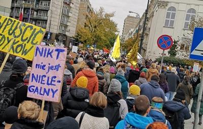 Жесткий антимигрантский закон. Поляки протестуют