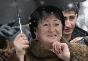 Цхинвали: Джиоева призывает сторонников не покидать площадь у здания правительства