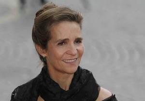 Дочь испанского короля оштрафовали за езду на тракторе без документов