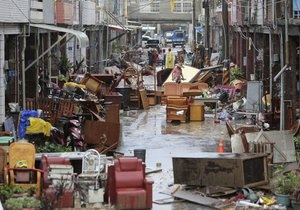 В Японии из-за тайфуна 57 тысяч домов остались без электричества