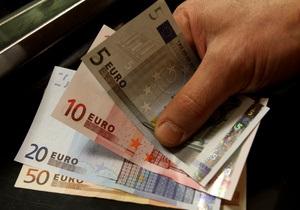 Евро падает на украинском межбанке на фоне проблем еврозоны